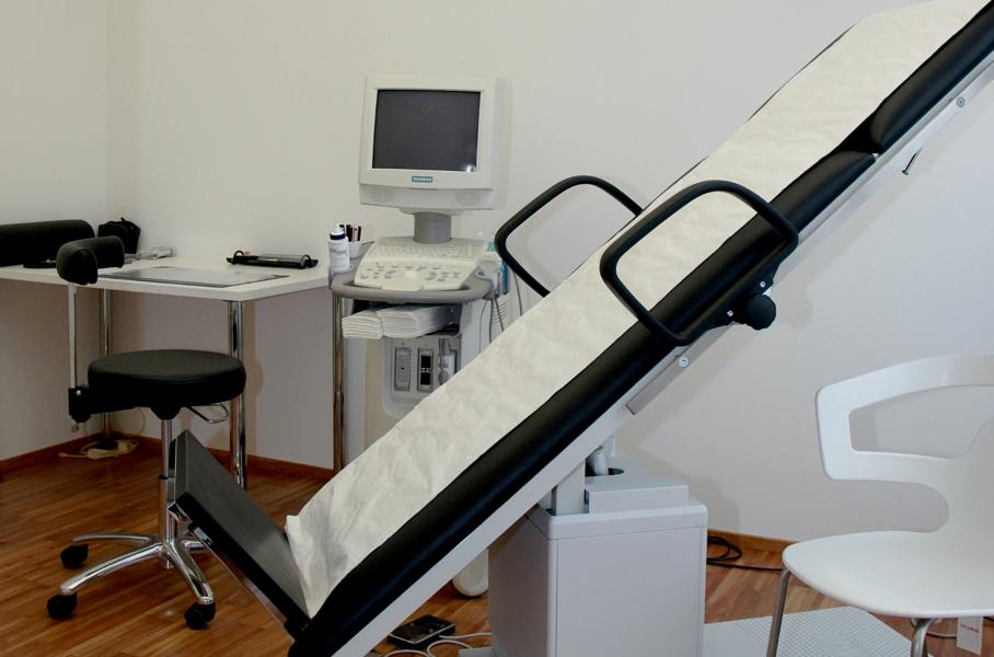Praxisklinik für Chirurgie, Krampfaderuntersuchung auf Kipp-Liege